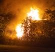 Vrachtwagen achtergelaten en in brand gestoken