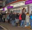 Alphenaren in lange rijen voor tickets Zomerspektakel