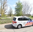 Agenten helpen schaap in weiland weer op zn pootjes