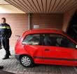 Auto rijdt tegen gevel, woning raakt zwaar beschadigd