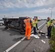 Bestelbus over de kop bij eenzijdig ongeval op de N11