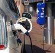 Elektrische autos parkeren gratis bij winkelcentra