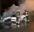 Personenauto brandt volledig uit op de Kalkovenweg