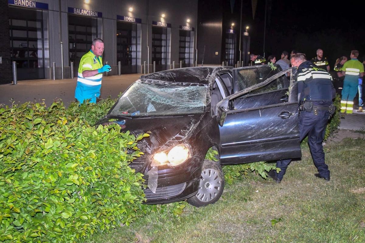 Auto crasht op Gouwelandenlaan, twee inzittenden op de vlucht