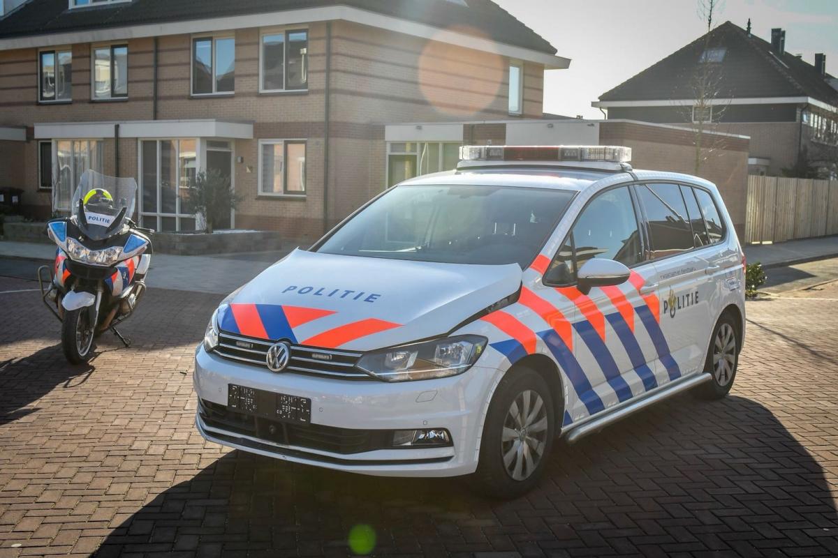 Oeps! Brommer veroorzaakt aanrijding met politieauto