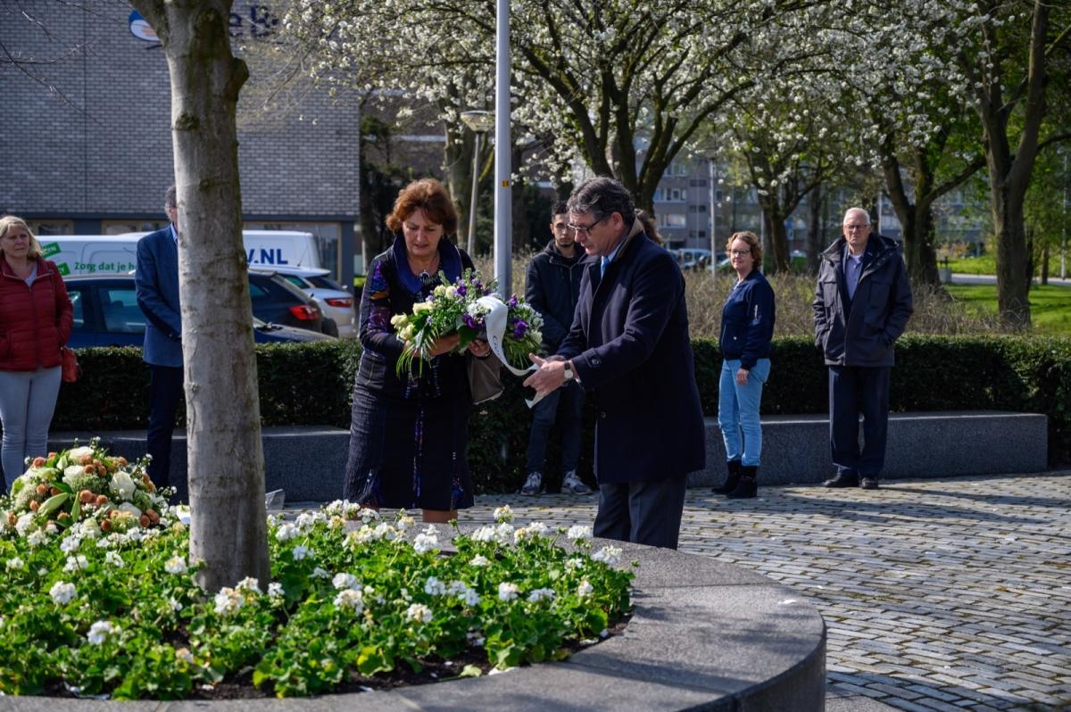 Bloemen ter nagedachtenis slachtoffers Ridderhofdrama