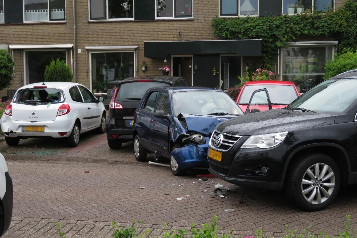 Veel schade na ongeval op de Sterrenlaan