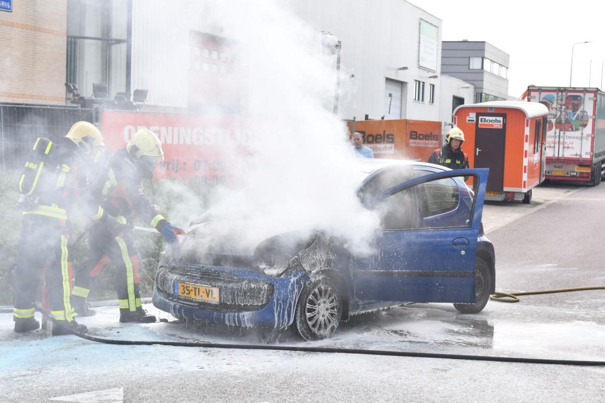Brandweer rukt uit voor autobrand op Van Foreestlaan