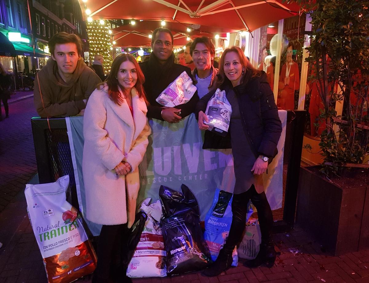 Brokkensuper doneert hondervoer aan Kluivert Dog Rescue Center