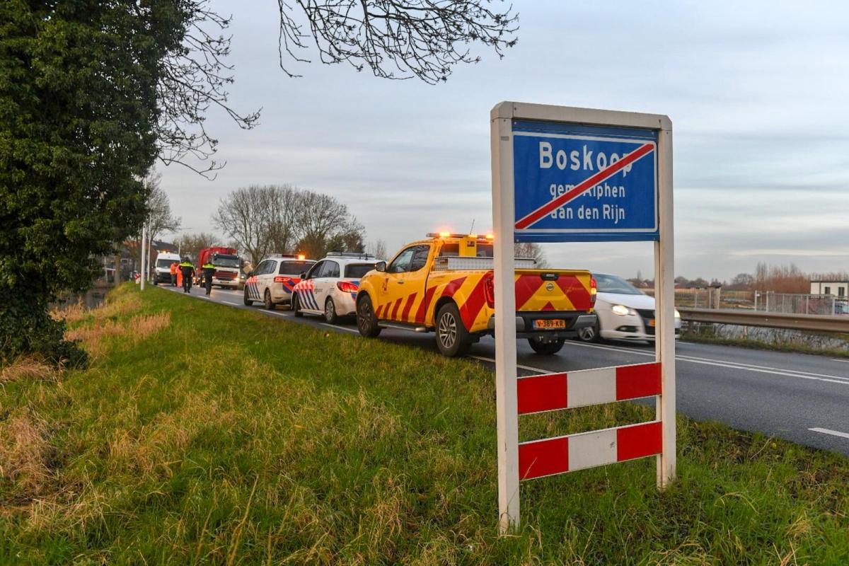 N207 tussen Alphen en Boskoop dicht na aanrijding
