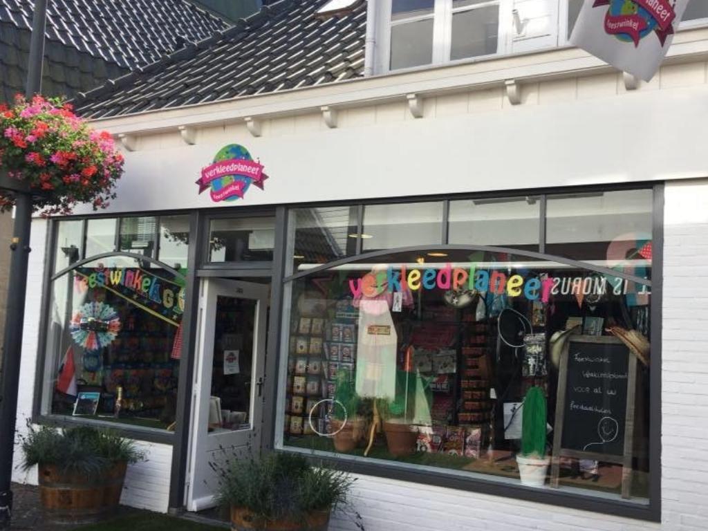 Feestwinkel Verkleedplaneet Raadhuisstraat staat te koop