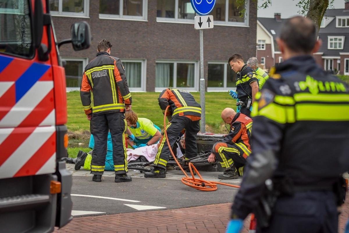 Fietsster zwaargewond na aanrijding met scootmobiel
