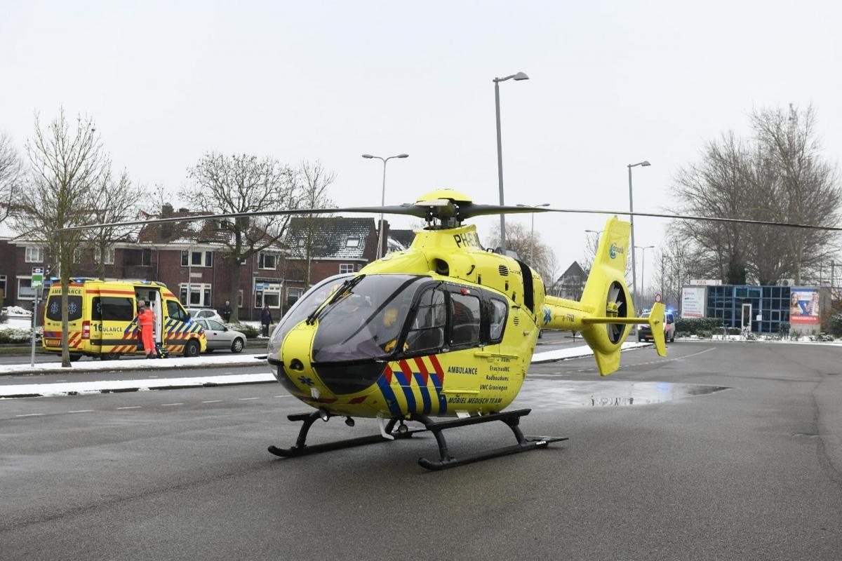 Traumahelikoper landt bij station voor reanimatie