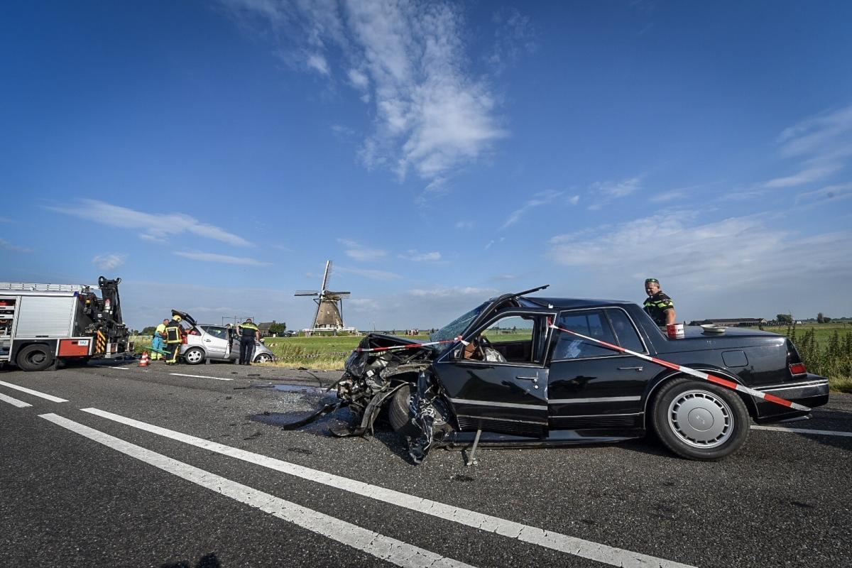 Auto in sloot na frontale aanrijding bij Aarlanderveen