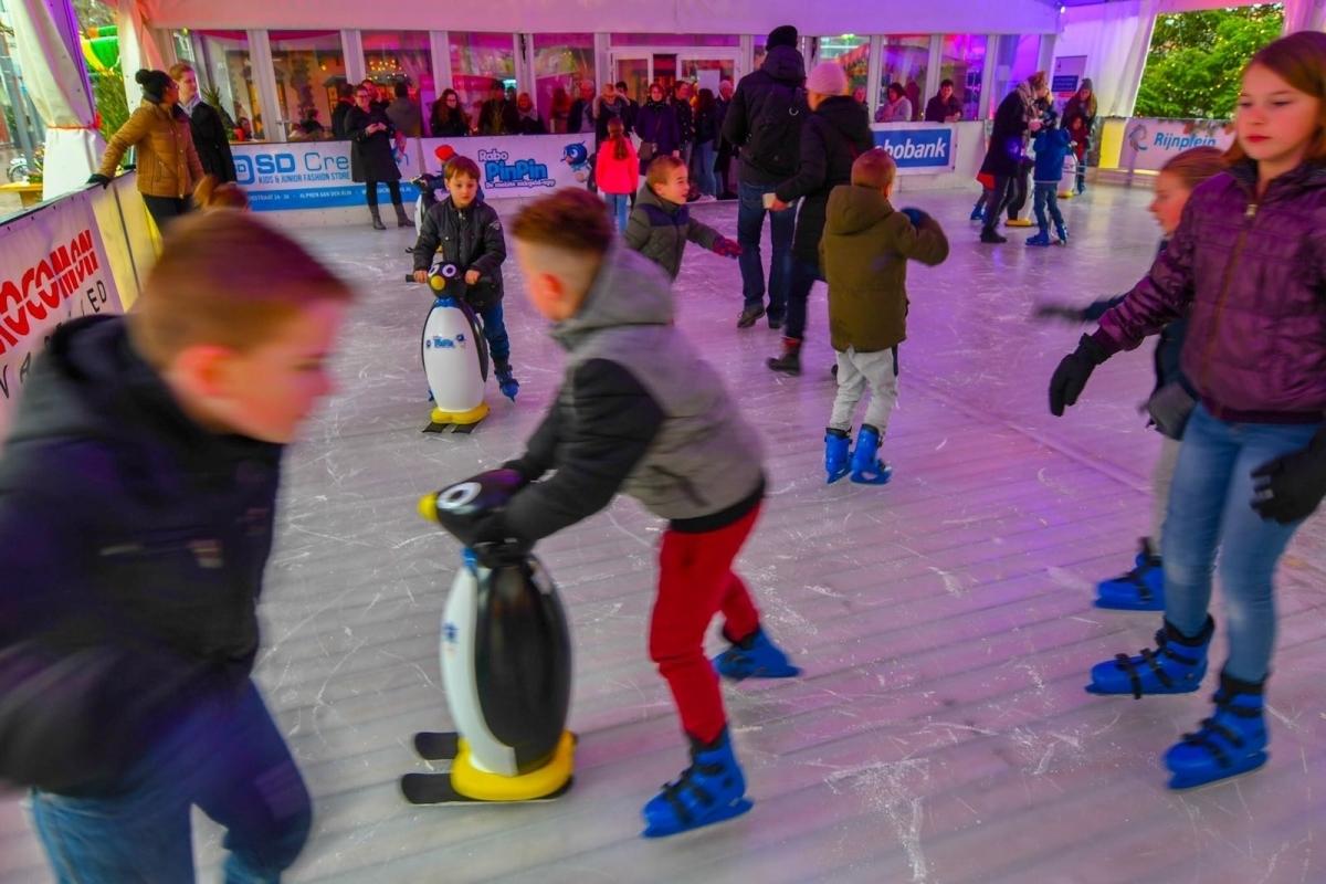 Een maand lang overdekt schaatsen op het Rijnplein