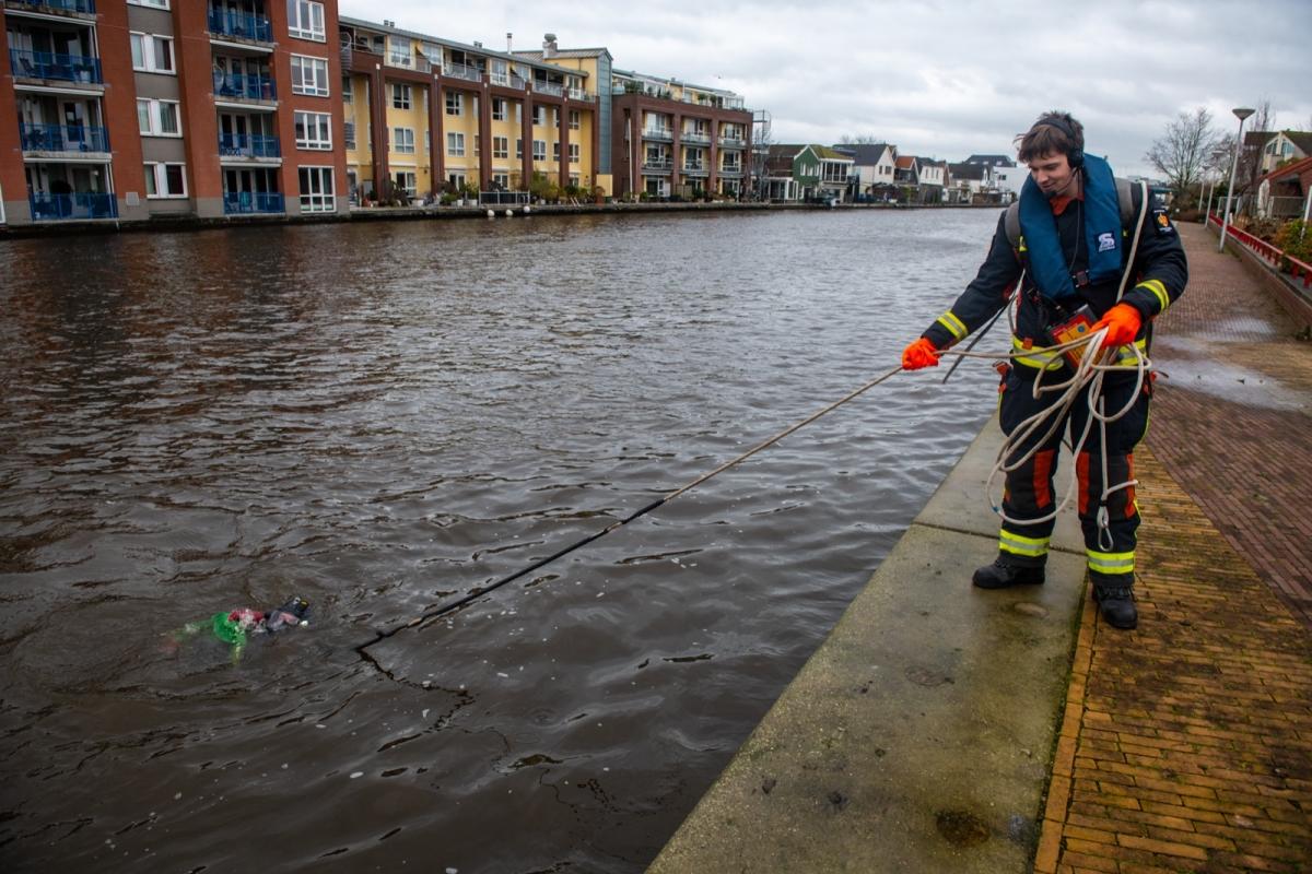 Duikoefening in de Oude Rijn