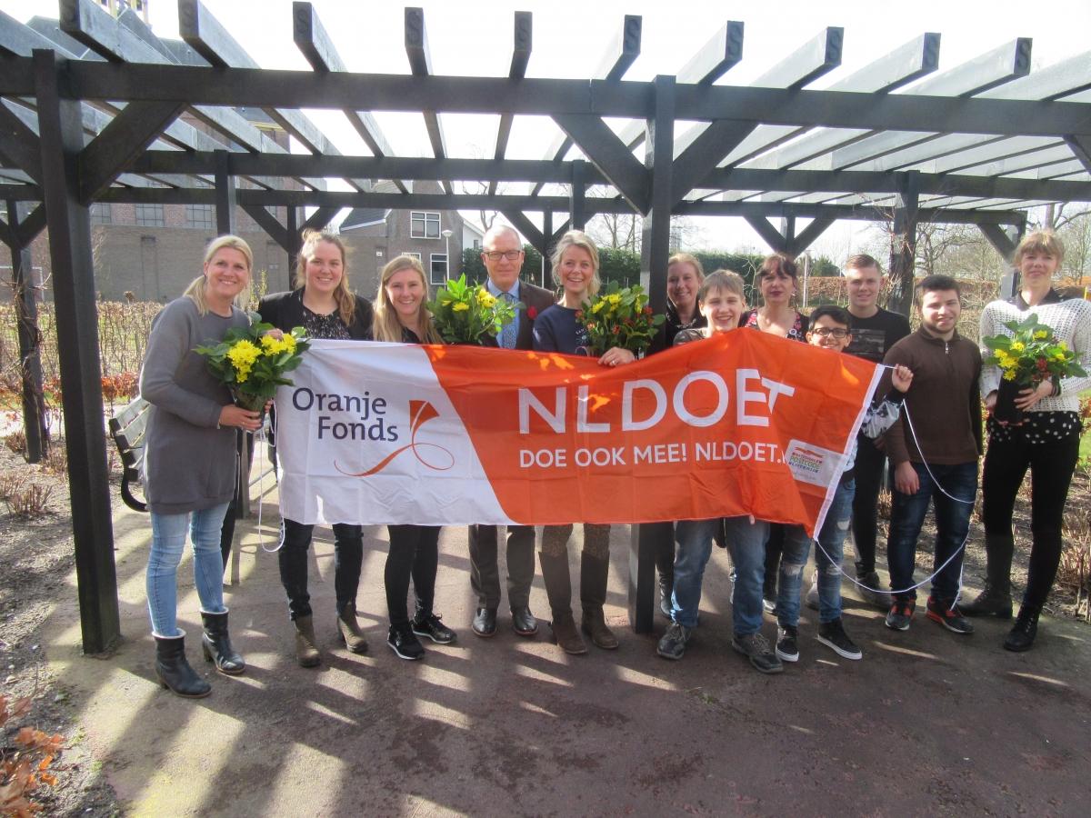 Vrijwilligers in actie tijdens NLdoet bij Oudshoorn