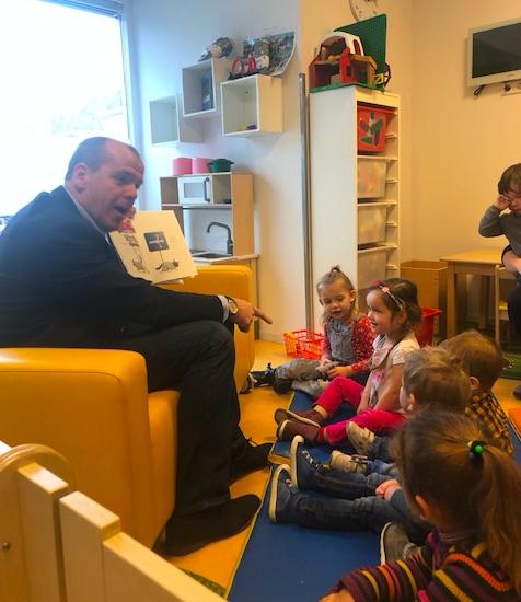 Wethouder Gert Jan Schotanus bezoekt Shezaf Kleurentuin