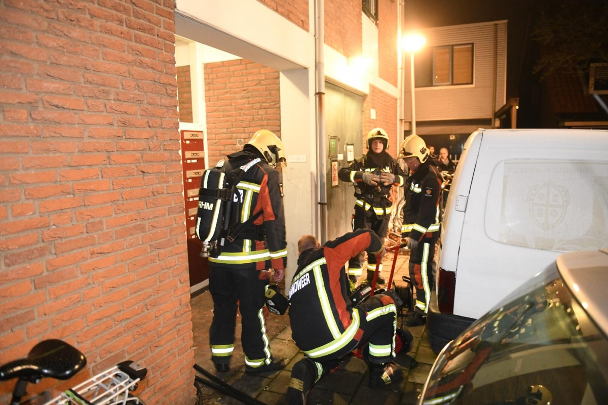 Twaalf woningen ontruimd na brand in berging