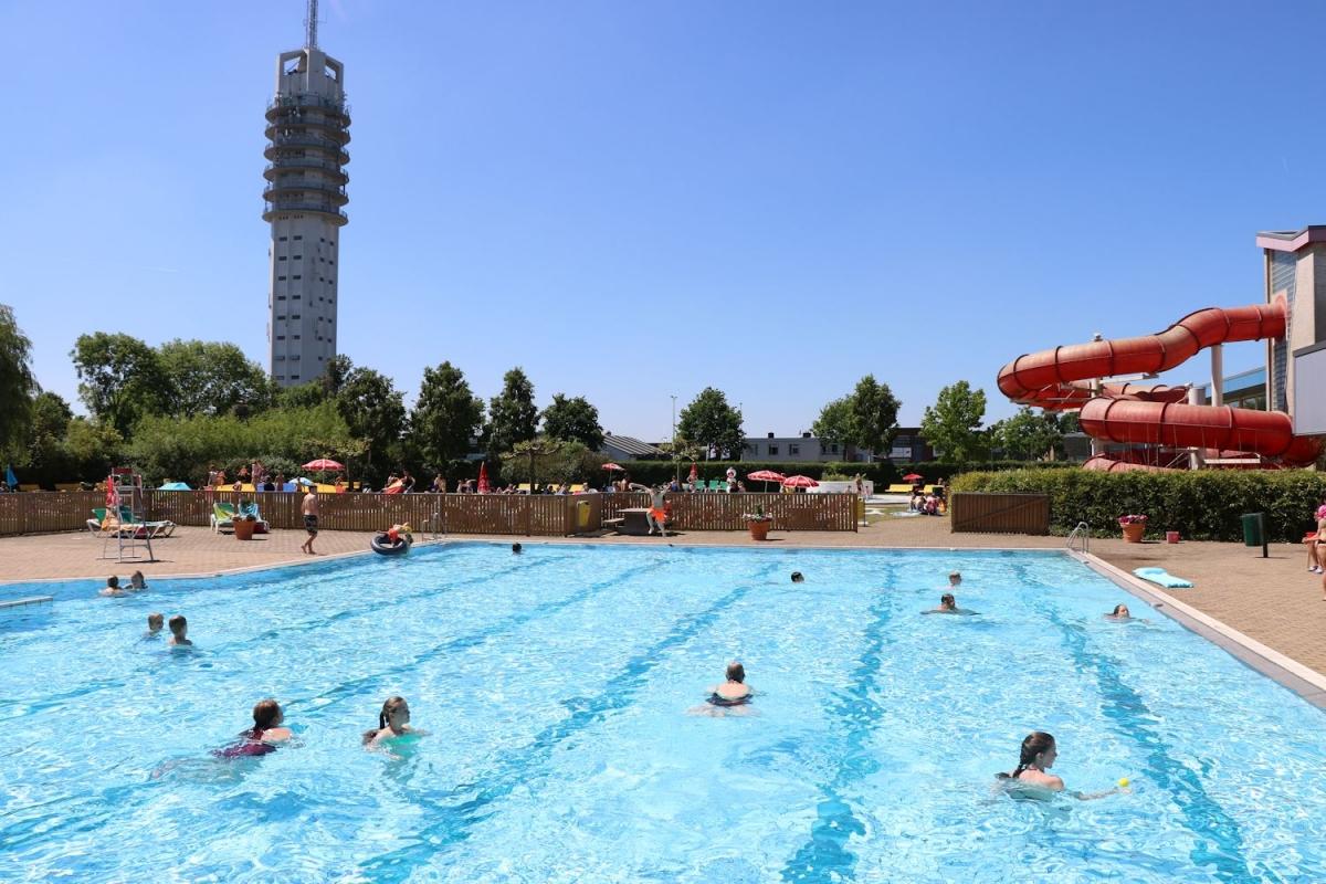 Veel steun voor reddingsplan Alphense zwembaden