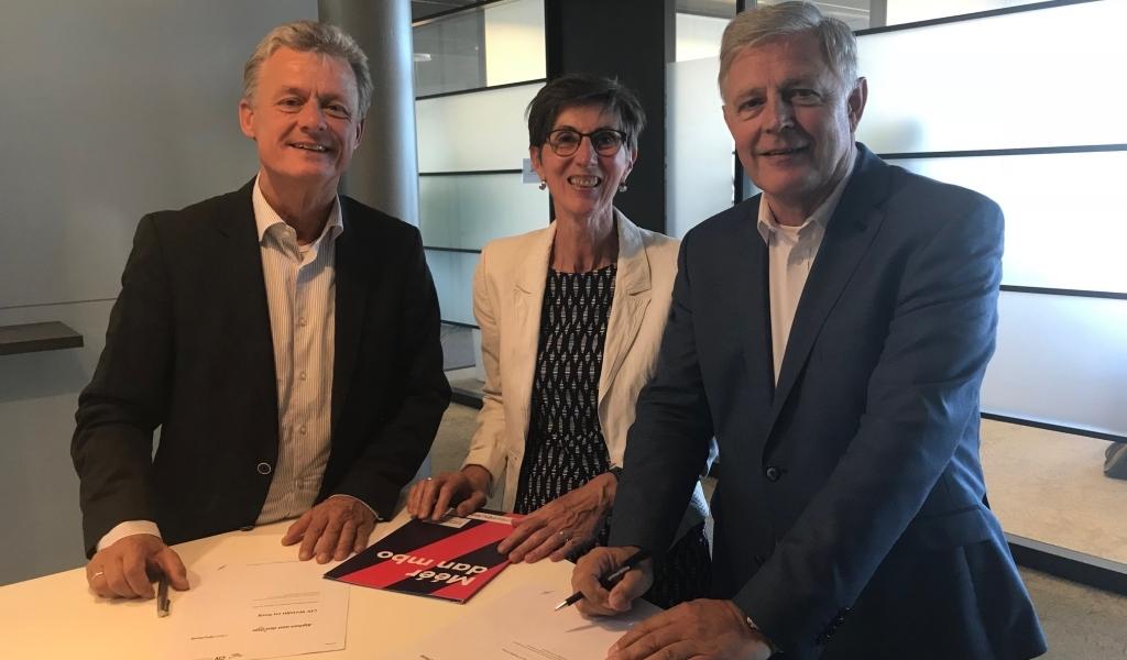 De Jager tekent overeenkomst CIV Zorg en Welzijn