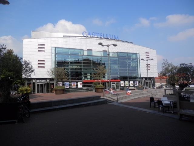 D66 kiest voor volwaardig theater en moderne bibliotheek