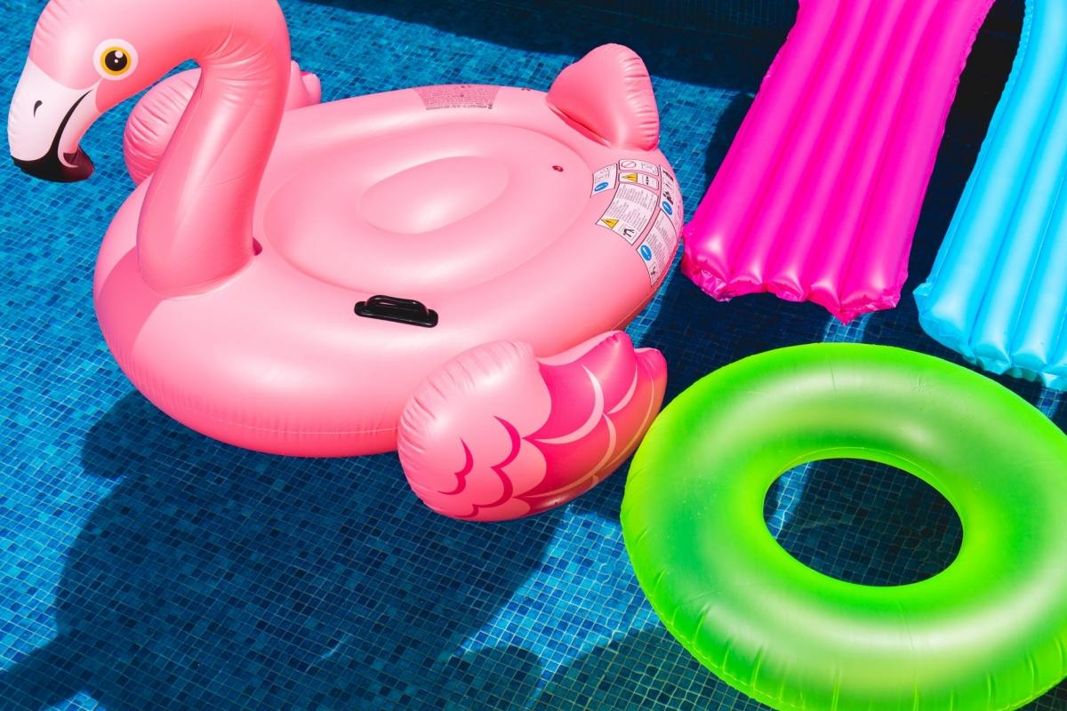 Op vrijdag 13 juli Floatfest in zwembad De Hoorn