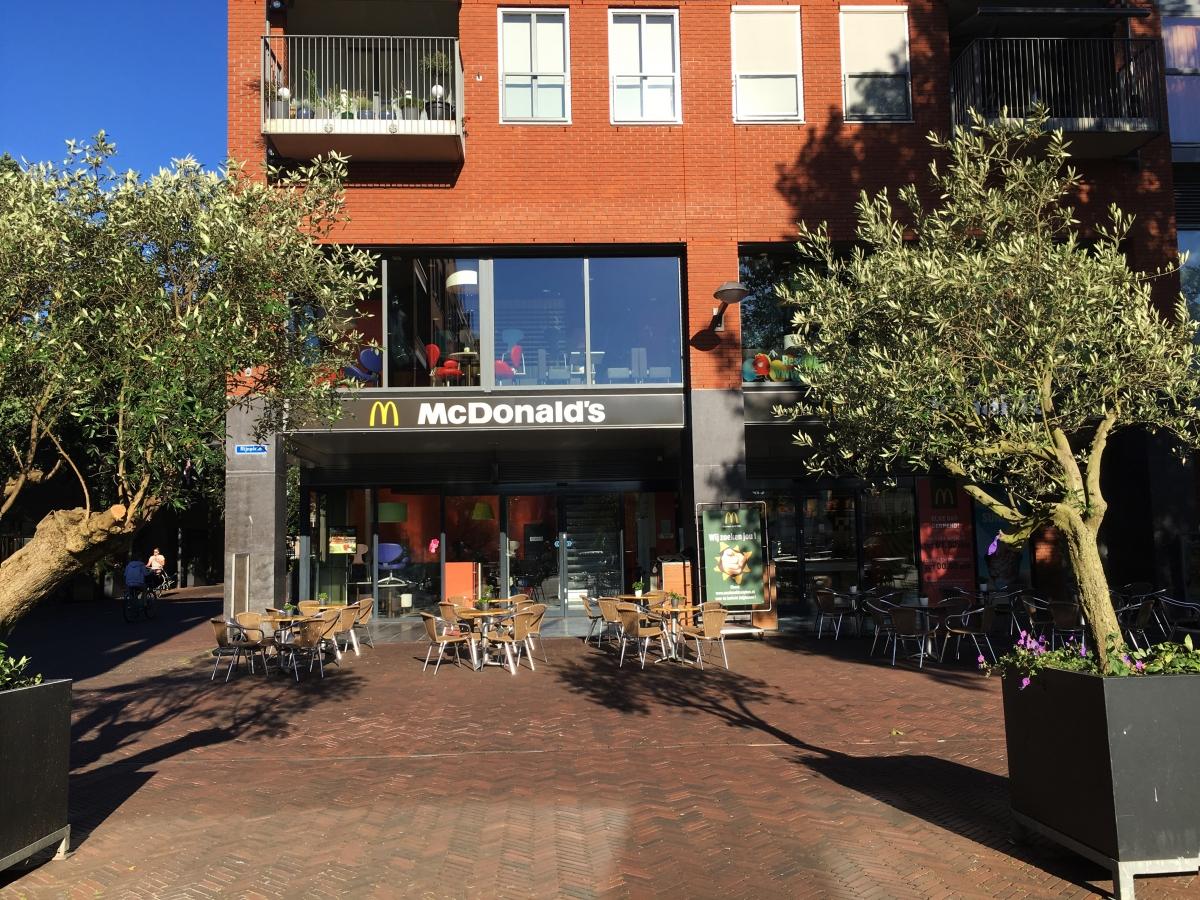Koffie met een Cop bij McDonalds aan het Rijnplein